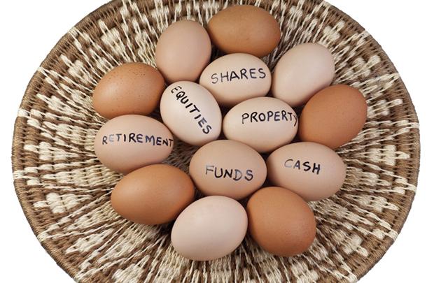 bỏ tất cả trứng vào một giỏ