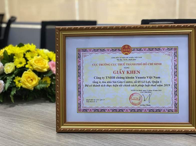yuanta-viet-nam-nhan-giay-khen-doanh-nghiep-thuc-hien-tot-chinh-sach-phap-luat-thue-nam-2019-1