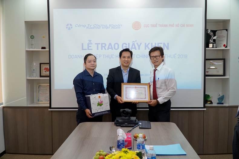yuanta-viet-nam-nhan-giay-khen-doanh-nghiep-thuc-hien-tot-chinh-sach-phap-luat-thue-nam-2019-3