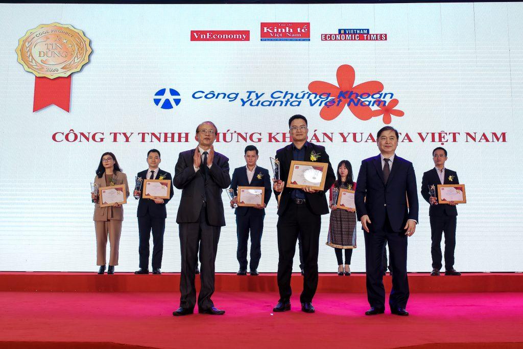 yuanta-viet-nam-vao-top-100-san-pham-dich-vu-duoc-tin-dung-2020-1